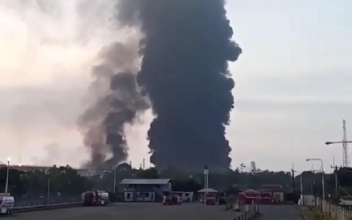 https: img.okezone.com content 2021 04 06 470 2390163 rumah-warga-terdampak-kebakaran-kilang-balongan-diganti-berapa-LMTHkAjivf.jpg