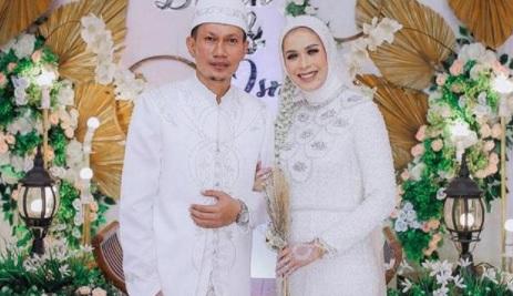 https: img.okezone.com content 2021 04 06 49 2389992 ismed-sofyan-nikah-lagi-persunting-gadis-yang-usianya-16-tahun-lebih-muda-jCilTgHoRi.jpg