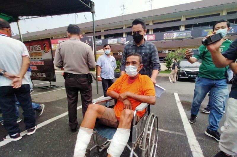 https: img.okezone.com content 2021 04 06 608 2390505 polisi-tembak-pembunuh-sopir-angkot-di-deli-serdang-sumut-mnDyB4JElb.jpg