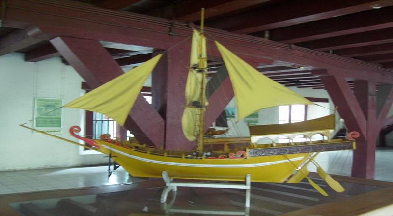 https: img.okezone.com content 2021 04 07 337 2390542 menengok-lancang-kuning-pinisi-hingga-gelati-kapal-tradisional-di-museum-bahari-uGASnJsnWV.jpg