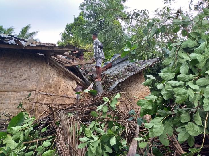 https: img.okezone.com content 2021 04 07 340 2391114 sumba-timur-dilanda-badai-selama-8-jam-ribuan-rumah-warga-rusak-02gw4mA1Ja.jpg