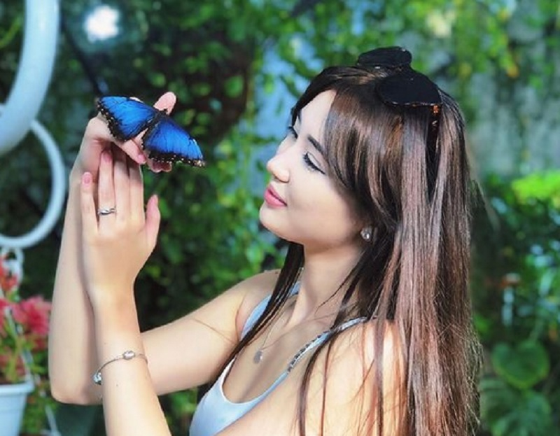 https: img.okezone.com content 2021 04 07 43 2391064 bikin-terpana-intip-cantiknya-tampilan-pevoli-sabina-altynbekova-dengan-rambut-dicepol-tgLIqZu1s6.jpg