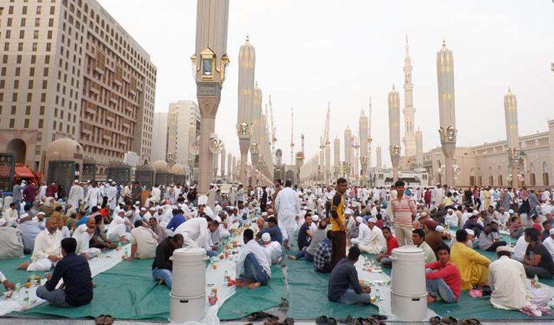 https: img.okezone.com content 2021 04 07 614 2390982 arab-saudi-tegaskan-larangan-buka-puasa-dan-sahur-bersama-di-masjid-DTL5jqFFxx.jpg