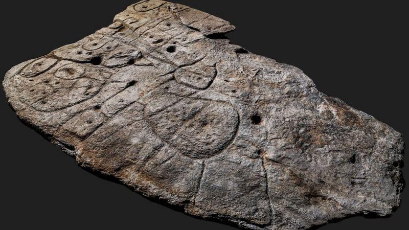https: img.okezone.com content 2021 04 08 18 2391166 peta-di-atas-lempengan-batu-berusia-4-000-tahun-ditemukan-di-prancis-ve6WGuNIMY.jpg