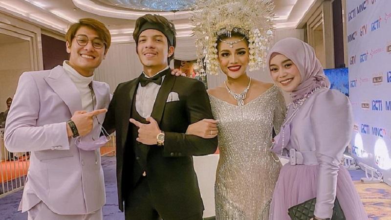 https: img.okezone.com content 2021 04 08 194 2391468 lesti-kejora-pakai-oufit-hijab-rp6-5-juta-saat-pernikahan-aurel-netizen-kelihatan-mewah-ModtTFaPrE.jpg