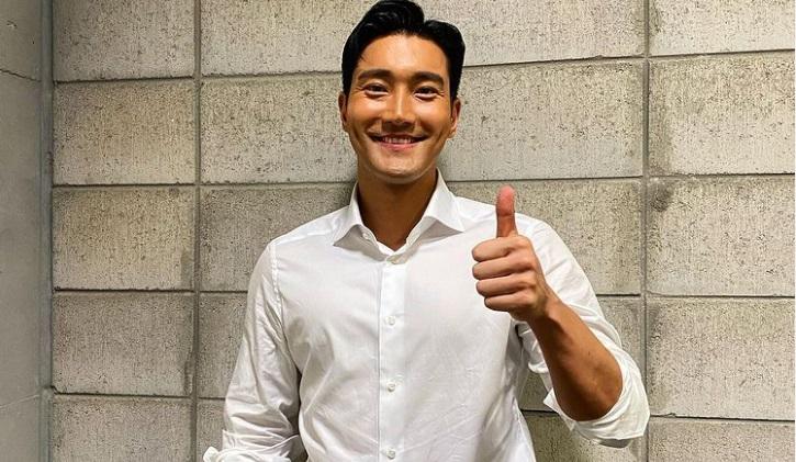 https: img.okezone.com content 2021 04 08 33 2391397 mengejutkan-siwon-super-junior-ternyata-pernah-makan-klepon-N9HNO1VOfM.jpg