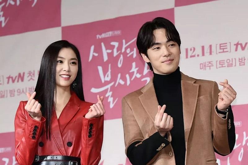 https: img.okezone.com content 2021 04 08 33 2391483 potret-keakraban-kim-jung-hyun-dan-seo-ji-hye-sebelum-dirumorkan-pacaran-t0NJxbaMQQ.jpg