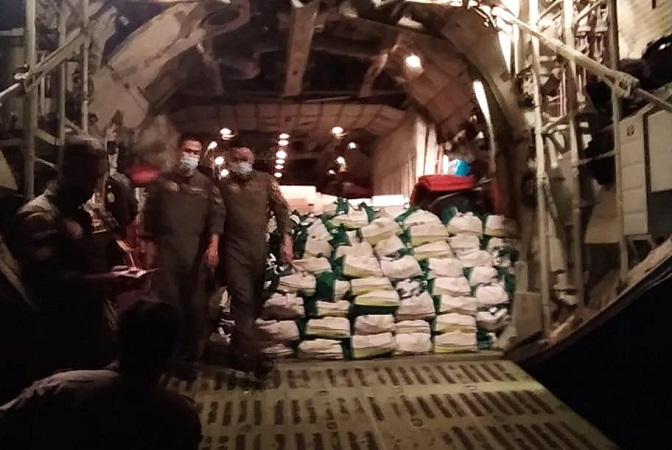 https: img.okezone.com content 2021 04 08 337 2391452 panglima-tni-kirim-12-4-ton-bantuan-untuk-korban-bencana-di-ntt-OvVfxUHuOs.jpg