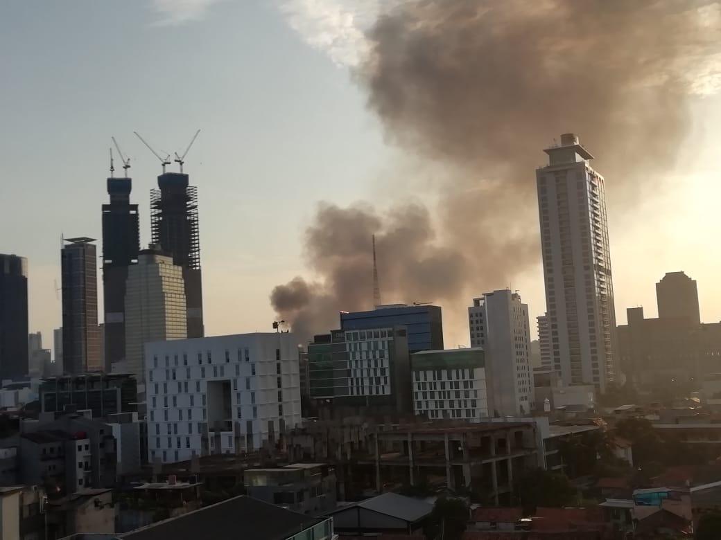 https: img.okezone.com content 2021 04 08 338 2391534 kebakaran-di-tanah-abang-15-mobil-damkar-dikerahkan-VnuBIrQoPT.jpg
