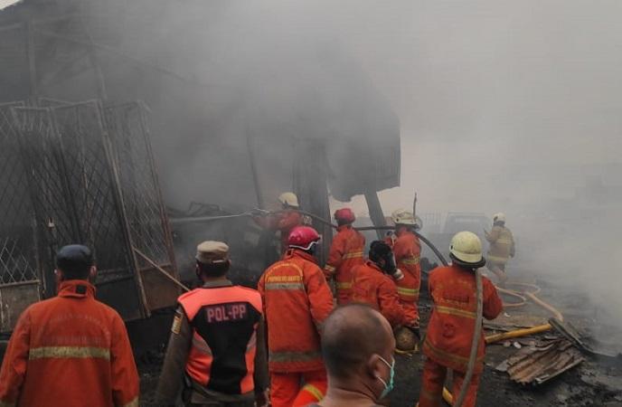 https: img.okezone.com content 2021 04 08 338 2391578 kebakaran-di-pasar-kambing-tanah-abang-api-masih-berkobar-9bSrLiLUS8.jpg