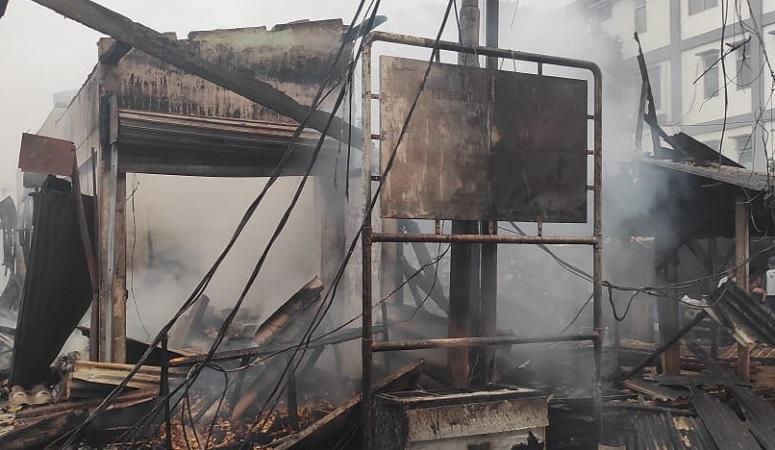 https: img.okezone.com content 2021 04 08 338 2391584 kebakaran-di-pasar-kambing-tanah-abang-2-mobil-hangus-VPsHuhjMDK.jpg