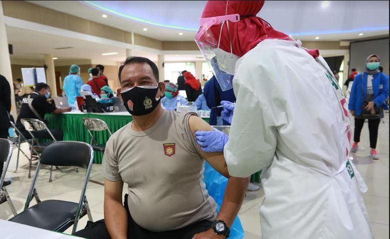 https: img.okezone.com content 2021 04 08 338 2391623 pemkot-tangerang-tetap-kebut-vaksinasi-saat-ramadan-4sqUcgWIxa.JPG