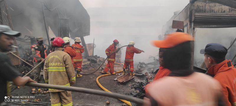 https: img.okezone.com content 2021 04 08 338 2391668 200-ekor-kambing-dan-13-sapi-berhasil-dievakuasi-dari-kebakaran-YbgCJ6ehM9.jpg