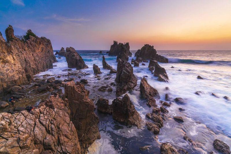 https: img.okezone.com content 2021 04 08 408 2391255 wisata-pantai-gigi-hiu-harga-tiket-dan-cara-menuju-kesana-uEMfVOjFeb.jpg