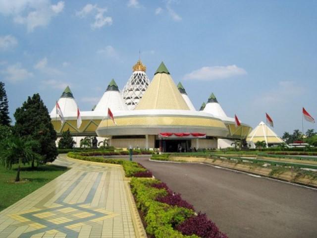 https: img.okezone.com content 2021 04 08 408 2391329 mengenal-museum-purna-bhakti-pertiwi-tmii-yang-digugat-oleh-perusahaan-singapura-UEaXagqLWE.jpg