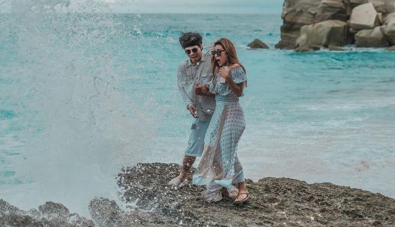https: img.okezone.com content 2021 04 08 408 2391516 5-pantai-romantis-di-bali-buat-honeymoon-atta-aurel-bisa-kesini-5czKCeWSP4.jpg