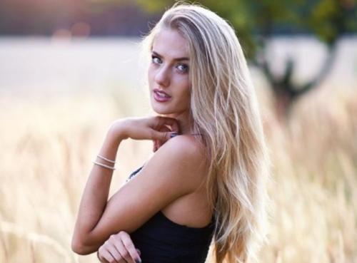 https: img.okezone.com content 2021 04 08 43 2391340 5-gaya-seksi-alica-schmidt-atlet-lari-tercantik-di-dunia-2V2ldUw0kz.jpg