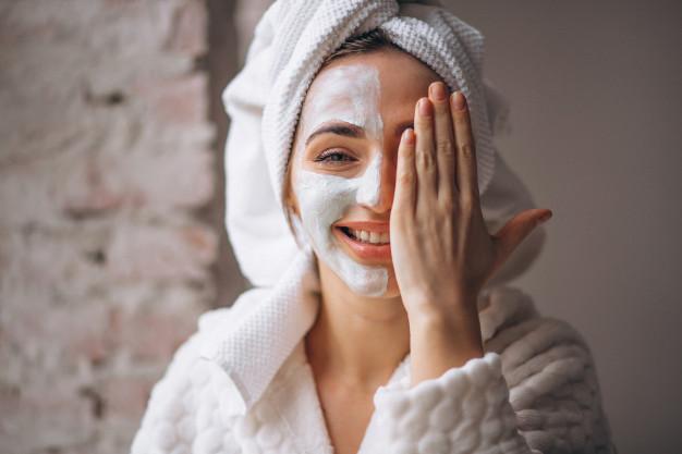 https: img.okezone.com content 2021 04 08 611 2391512 3-masker-wajah-yang-bisa-dibuat-sendiri-sehat-dan-penuh-khasiat-gi0Y2fz1Sk.jpg