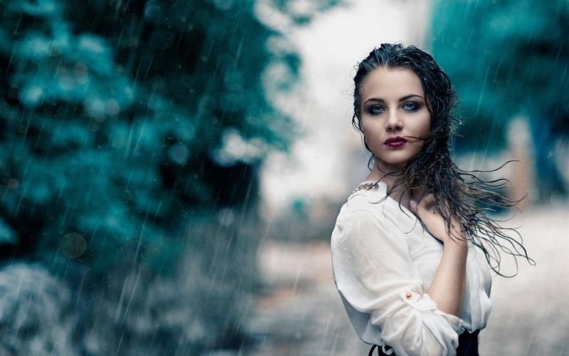 https: img.okezone.com content 2021 04 08 611 2391555 cuaca-buruk-begini-cara-merawat-rambut-saat-hujan-terus-JGECuwirh5.jpg