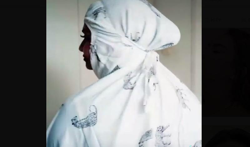 https: img.okezone.com content 2021 04 08 617 2391601 vanessa-angel-promosikan-mukena-motif-macan-tutul-ustaz-riza-baiknya-putih-seperti-kain-kafan-96GXGVE73O.jpg