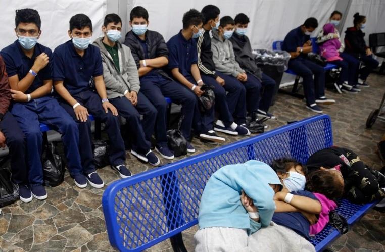 https: img.okezone.com content 2021 04 09 18 2391770 jumlah-anak-migran-tanpa-orang-tua-di-perbatasan-as-meksiko-capai-rekor-tertinggi-s3m9Z7JQB8.jpg