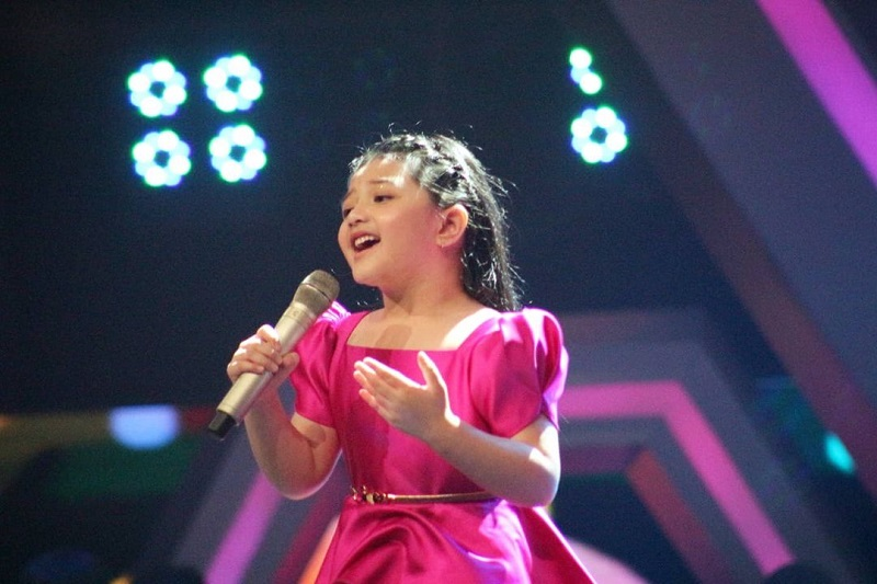 https: img.okezone.com content 2021 04 09 33 2391763 tampil-di-the-voice-kids-indonesia-arsy-sempat-protes-pada-ashanty-gsAUTYjogD.jpg