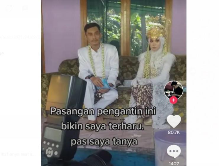 https: img.okezone.com content 2021 04 09 337 2392167 viral-pasangan-menikah-tanpa-pelaminan-alasannya-bikin-haru-rtIR18pRou.jpg