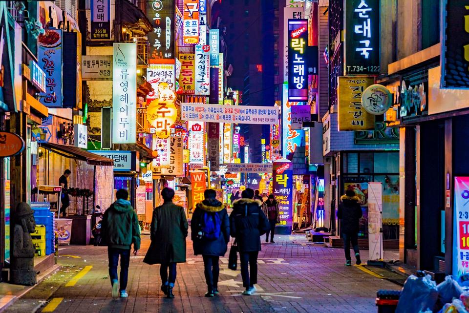 https: img.okezone.com content 2021 04 09 406 2392124 korea-selatan-kembali-tutup-hiburan-malam-khawatir-gelombang-4-corona-AXwD5izuPF.jpg