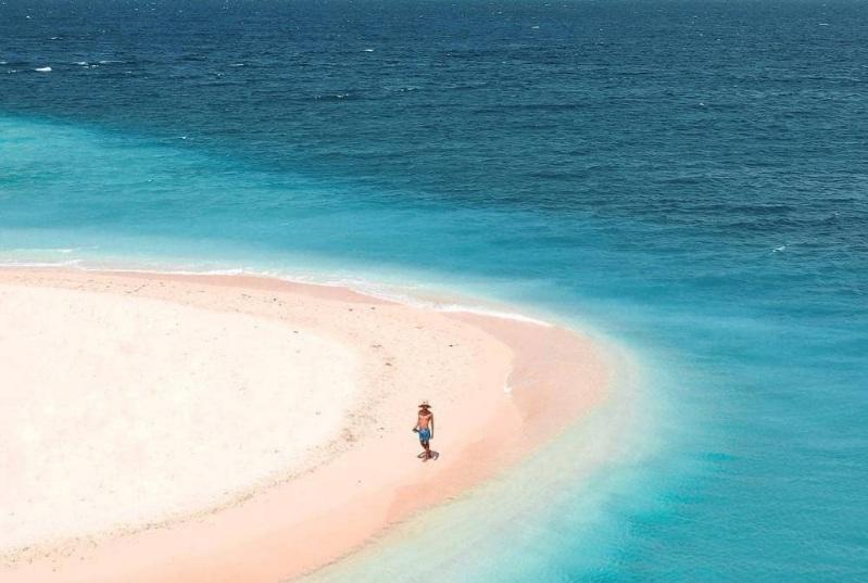 https: img.okezone.com content 2021 04 09 408 2392294 pulau-tabuhan-tempat-instagramable-di-ujung-banyuwangi-zqmEfp1LvH.jpg