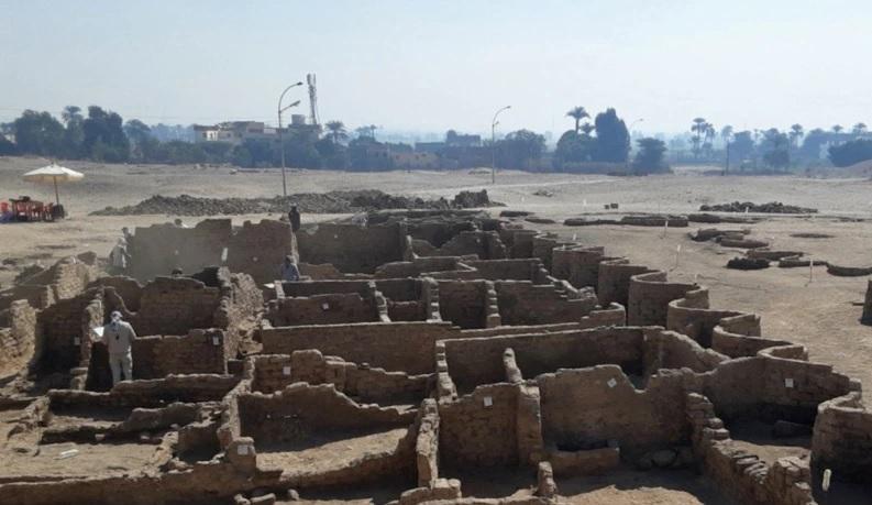 https: img.okezone.com content 2021 04 10 18 2392375 kota-kuno-ditemukan-terkubur-di-bawah-pasir-ifxf00h5jp.jpg