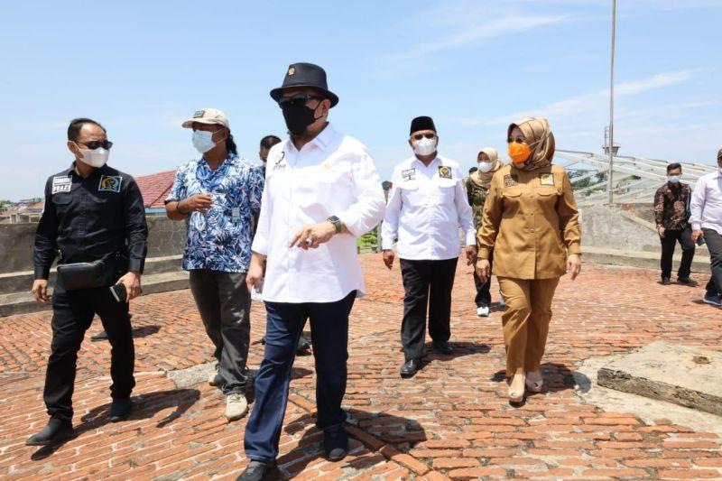 https: img.okezone.com content 2021 04 10 337 2392596 ketua-dpd-ri-sebut-tekanan-global-bikin-indonesia-terintegrasi-ke-perjanjian-internasional-3iDgxC9h66.jpg