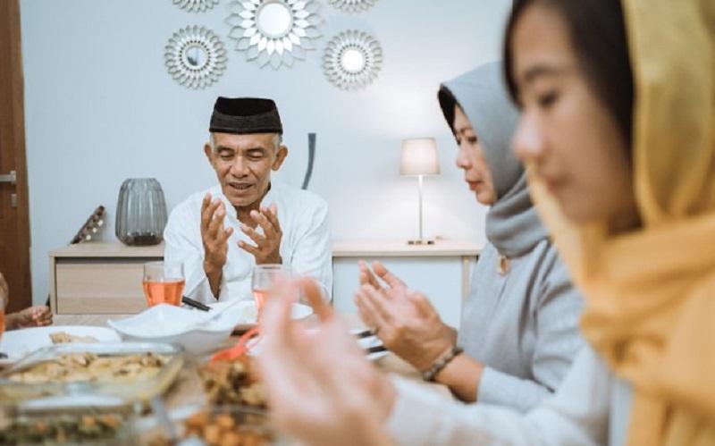 https: img.okezone.com content 2021 04 10 481 2392570 4-manfaat-puasa-bagi-kesehatan-tubuh-di-bulan-ramadhan-8fQvkp18yd.jpg