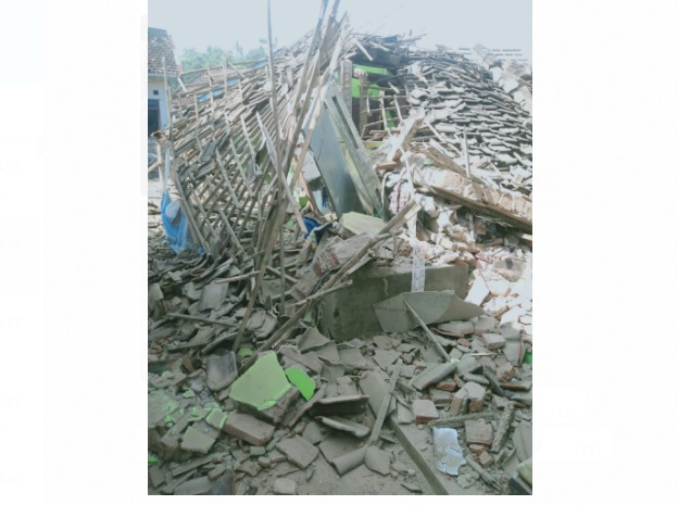 https: img.okezone.com content 2021 04 10 519 2392498 foto-foto-dahsyatnya-gempa-malang-sejumlah-bangunan-hancur-rata-dengan-tanah-kYGjCJQvxU.jpg