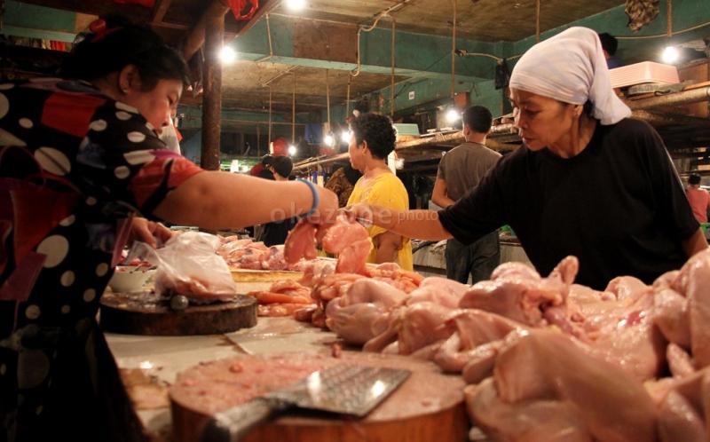 https: img.okezone.com content 2021 04 11 320 2392875 siap-siap-harga-daging-ayam-minyak-hingga-telur-bakal-terus-naik-rBOJzKQWLt.jpg