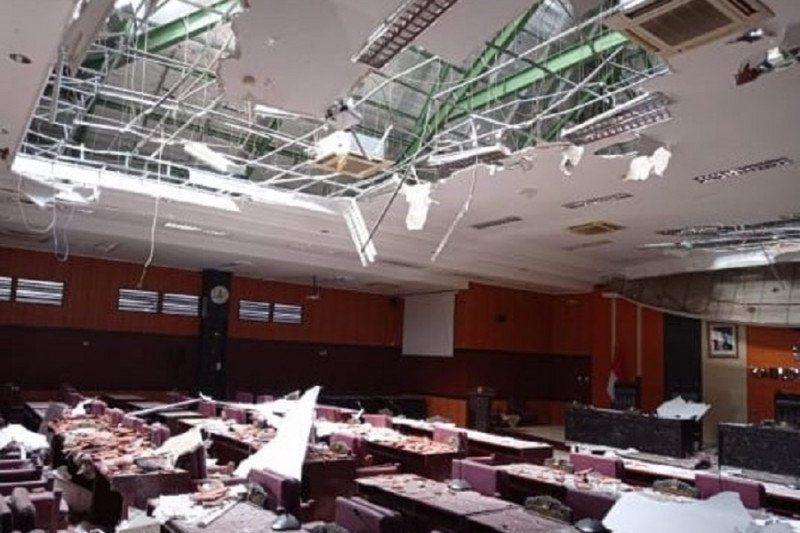 https: img.okezone.com content 2021 04 11 337 2392678 berikut-rincian-fasilitas-publik-yang-rusak-akibat-gempa-malang-LUxWIIUn6B.jpg