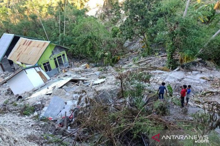https: img.okezone.com content 2021 04 11 340 2392809 tenggelam-diterjang-siklon-seroja-warga-desa-tunbaun-kupang-belum-dapat-bantuan-BrWRWEgvJo.jpg