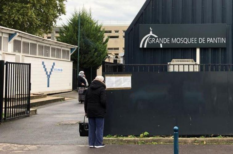 https: img.okezone.com content 2021 04 11 406 2392941 masjid-yang-ditutup-karena-kasus-samuel-paty-akhirnya-buka-lagi-BkEtS61Iz6.JPG