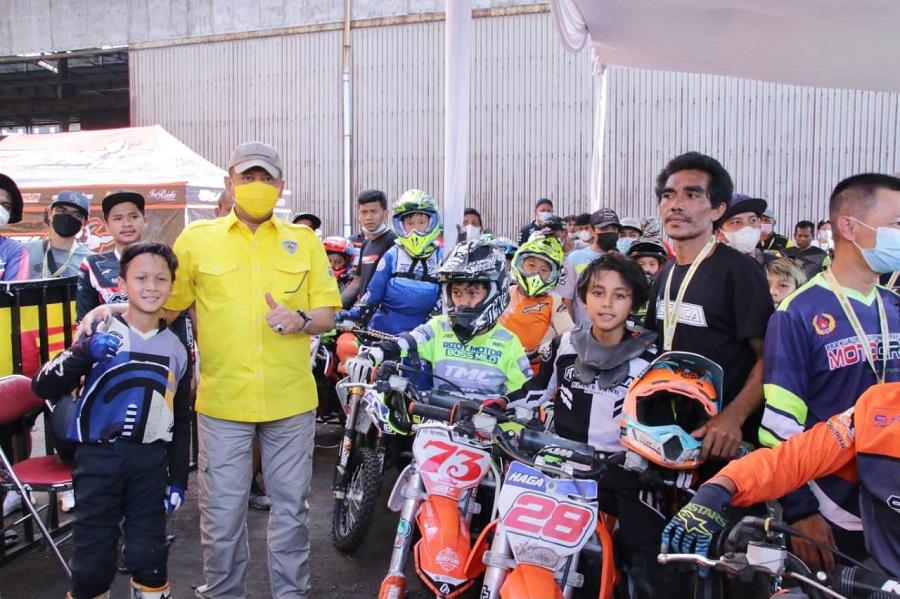 https: img.okezone.com content 2021 04 11 43 2392698 bamsoet-buka-putaran-pertama-bos-junior-motocross-championship-2021-OtVT9jnDyd.jpg