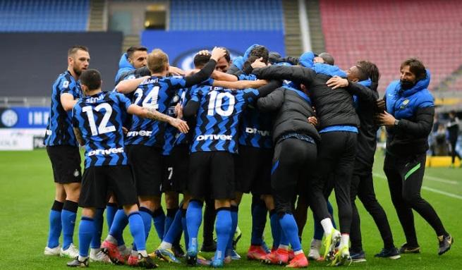 https: img.okezone.com content 2021 04 11 47 2392927 gol-tunggal-darmian-bawa-inter-milan-taklukkan-cagliari-HExGwjDqP4.jpg