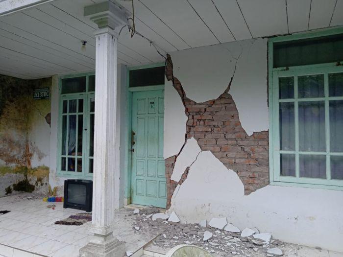 https: img.okezone.com content 2021 04 11 519 2392725 tanggap-darurat-gempa-bpbd-malang-warga-mengungsi-secara-mandiri-h7DuEgvRJm.jpg