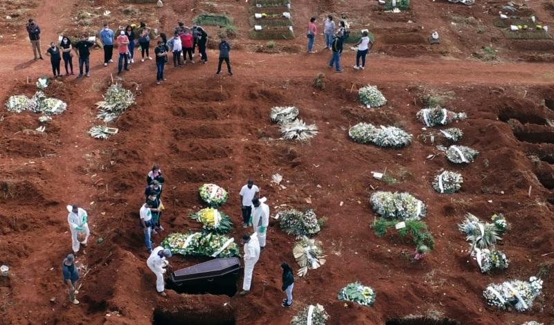 https: img.okezone.com content 2021 04 12 18 2393235 korban-meninggal-akibat-covid-19-capai-rekor-tertinggi-qMwPzYvb3v.jpg
