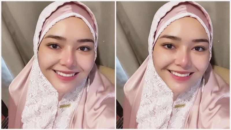 https: img.okezone.com content 2021 04 12 194 2393234 amanda-manopo-pakai-mukena-jelang-ramadhan-senyumnya-adem-banget-MlCJA2c9rK.jpeg