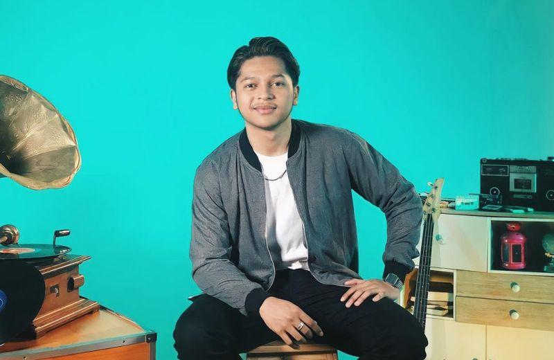 https: img.okezone.com content 2021 04 12 194 2393324 satu-satunya-cowok-di-big-3-indonesian-idol-begini-gantengnya-mark-namata-LVZLRAqKYQ.jpg