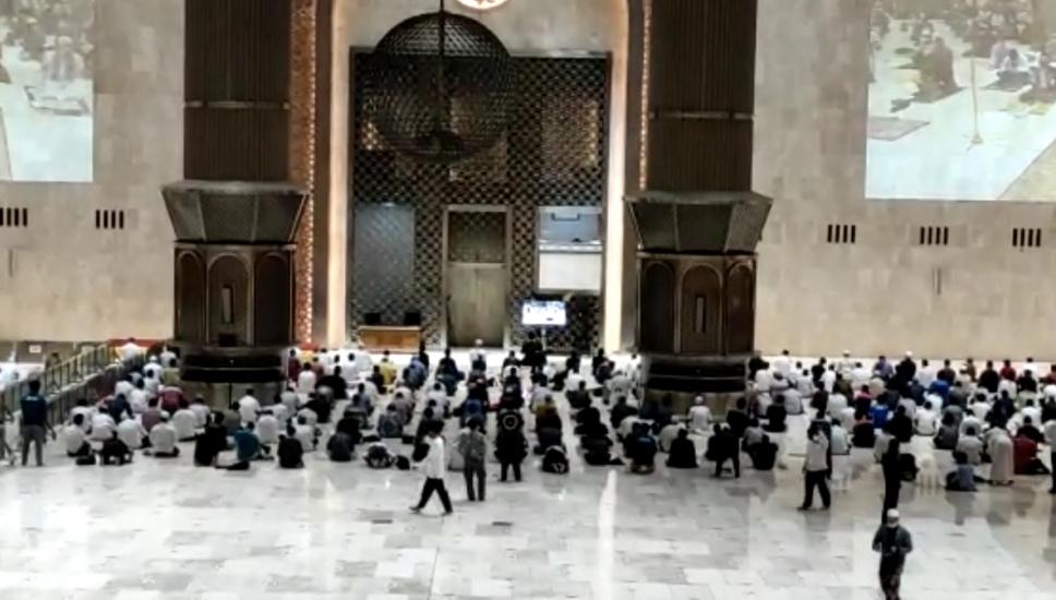 https: img.okezone.com content 2021 04 12 338 2393522 begini-penampakan-sholat-tarawih-perdana-ramadhan-1442-h-di-masjid-istiqlal-QwHjxpgbBp.jpg