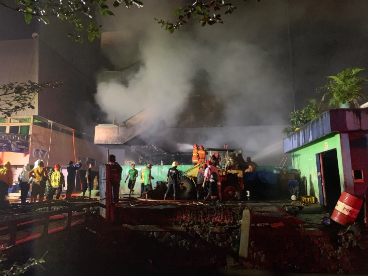 https: img.okezone.com content 2021 04 12 338 2393559 kebakaran-di-pasar-inpres-jalan-raya-pasar-minggu-ditutup-Dai5WLAmCf.jpg