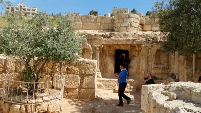 https: img.okezone.com content 2021 04 12 408 2393081 gua-ashabul-kahfi-wisata-religi-kisah-7-pemuda-tertidur-selama-309-tahun-6TGQaGFFtU.jpg