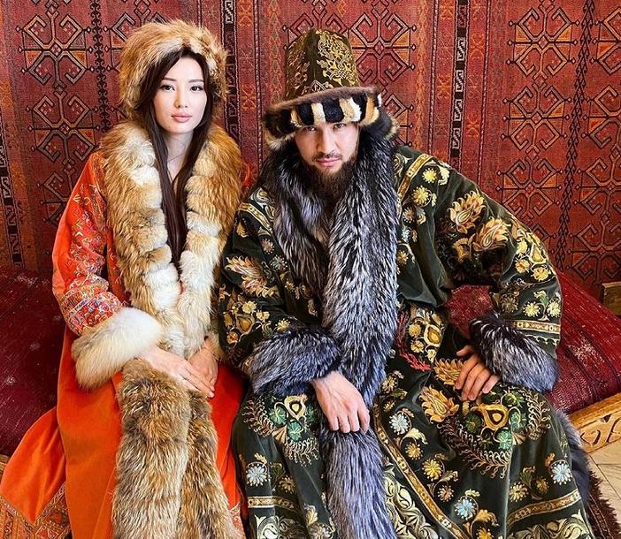 https: img.okezone.com content 2021 04 12 43 2393278 intip-pesona-sabina-altynbekova-saat-kenakan-baju-tradisional-kazakhstan-8sIY3kZpJh.jpg