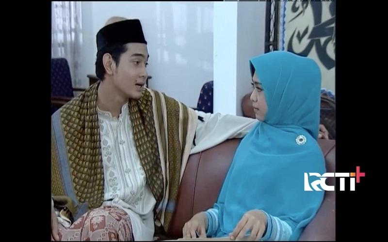 https: img.okezone.com content 2021 04 12 598 2393507 ketika-cinta-bertasbih-spesial-ramadan-saksikan-di-rcti-CLK5GxLQRq.jpeg