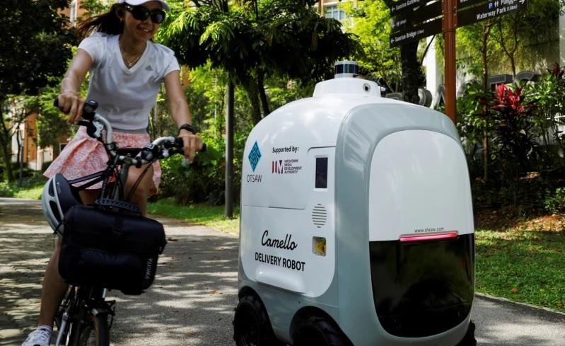 https: img.okezone.com content 2021 04 13 18 2393840 robot-camello-siap-antar-belanjaan-ke-pelanggan-GN11XzOf2A.jpg