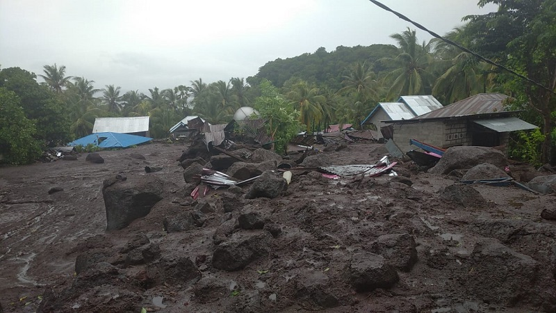 https: img.okezone.com content 2021 04 13 337 2394092 wagub-ntt-semua-desa-yang-terdampak-badai-siklon-seroja-sudah-terjangkau-satgas-hTSEDoPoQT.jpg